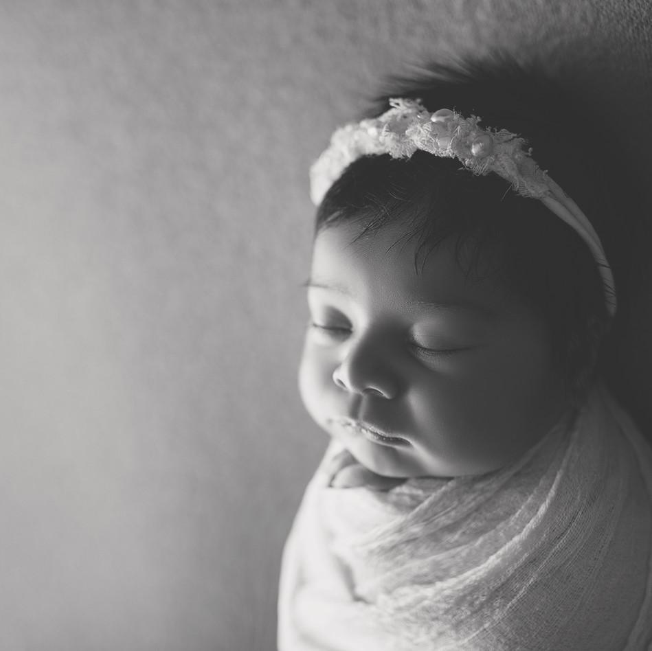 Baby mädchen in kukon