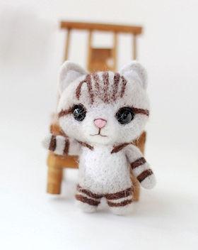 felting kit cat grey.jpg