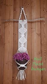macrame wall plant hanger.jpg
