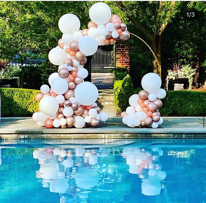 Organic balloons garland. Circle Backdrop. Pool party balloons
