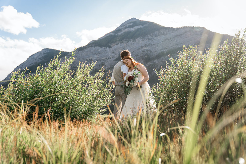 Alberta wedding with prairies and mountains in their elopement photography