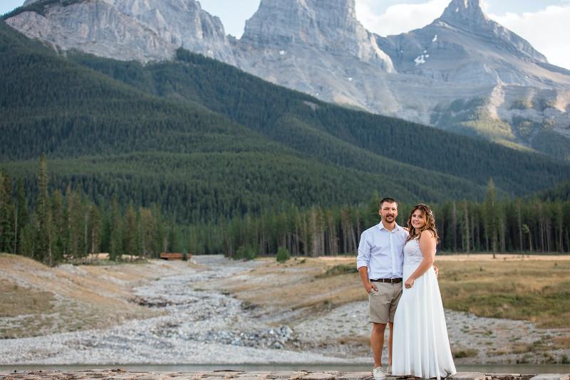 Outdoor wedding photos in Rocky Mountain National Park