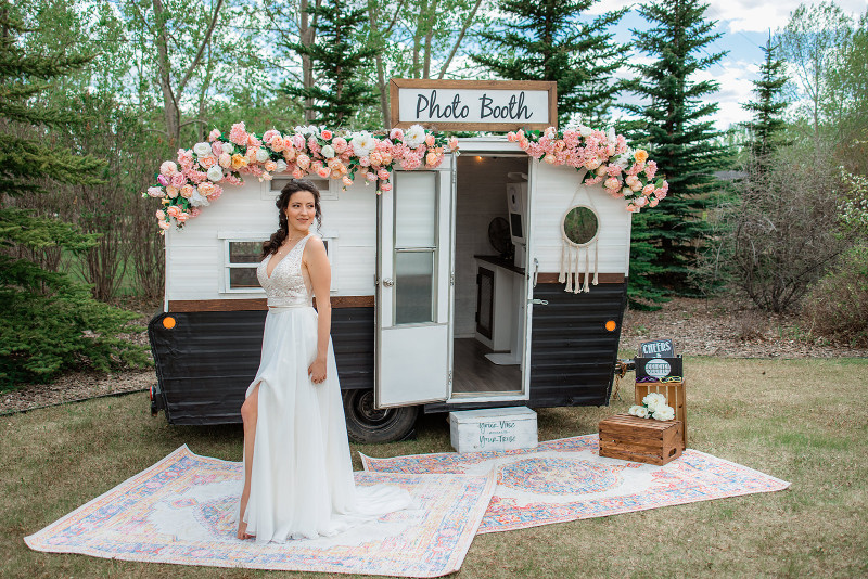 Outdoor Bridal Photo shoot with Oh Snap Calgary Photobooth