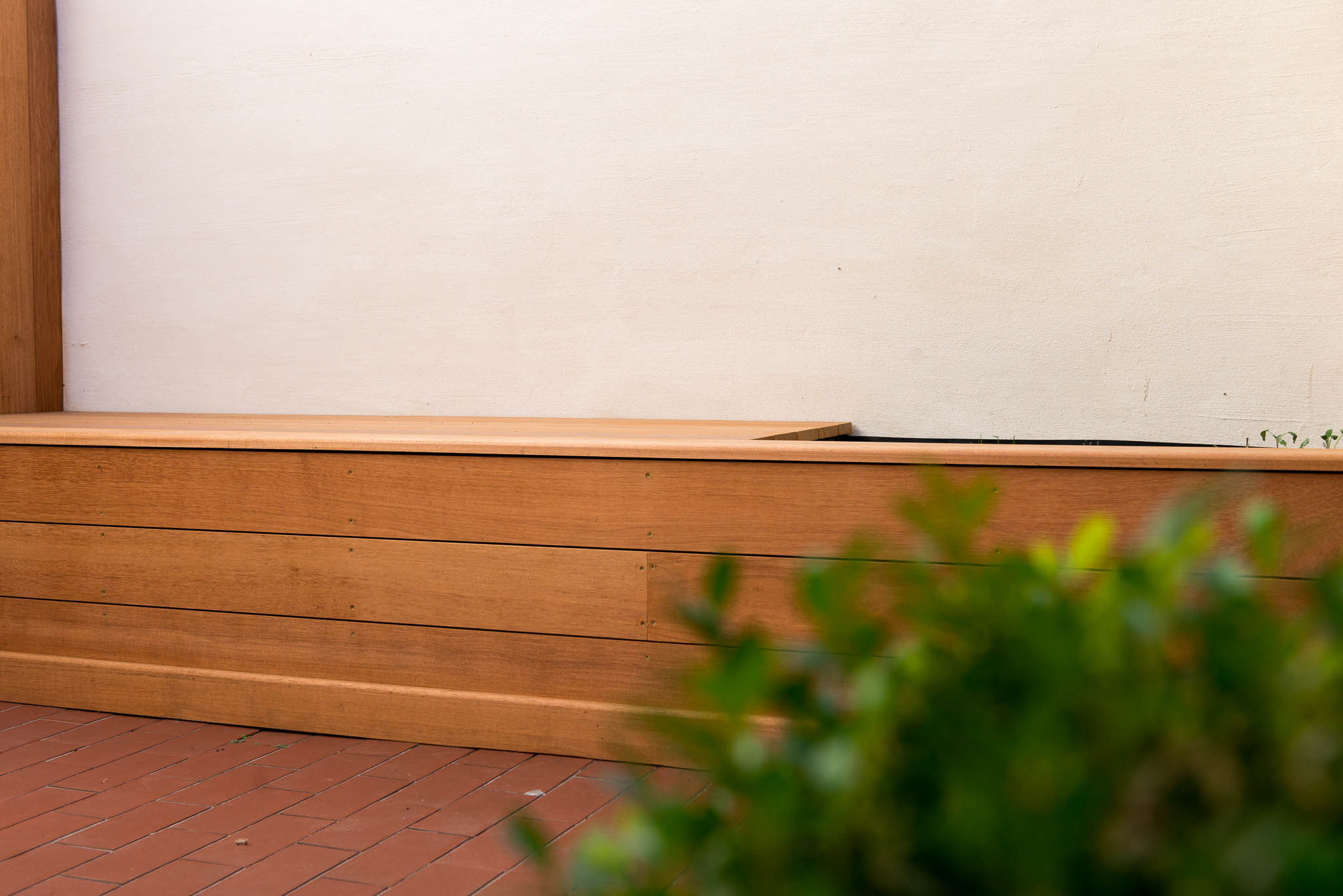 Planten- en zitbank op maat