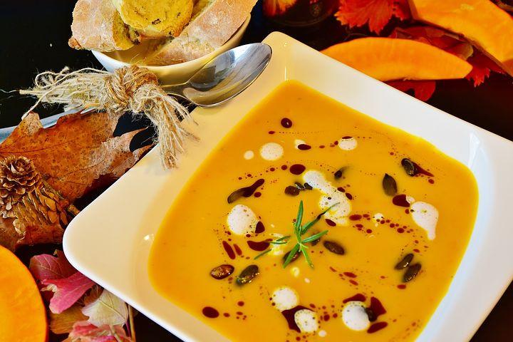Soupe santé naturelle au butternut et lait de coco conseillée par votre naturopathe laure sapey Lyon Grenoble