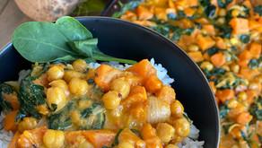 Curry cu năut, lapte de cocos, spanac și cartofi dulci