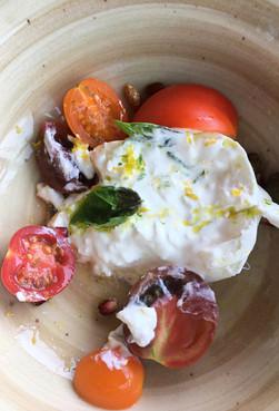 Diferența dintre burrata și mozzarella