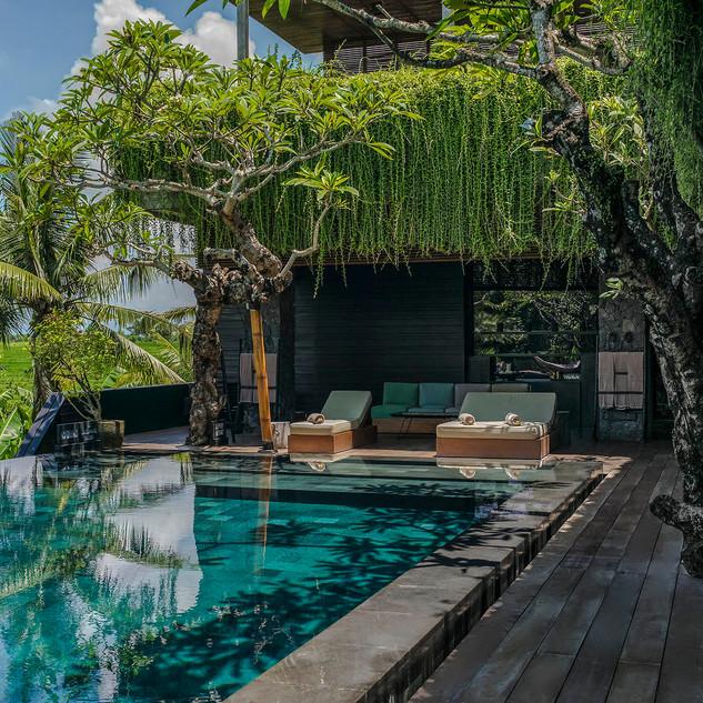 Villa-Mana-Lounge-poolside.jpg