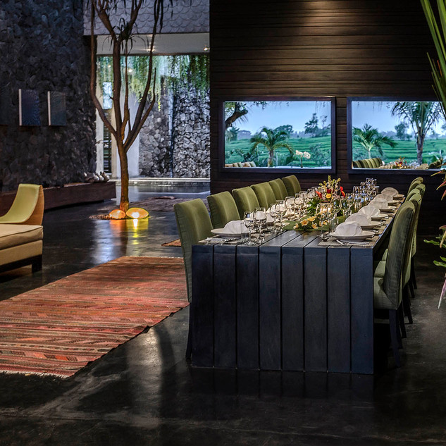 Villa-Mana-Dining-setting.jpg