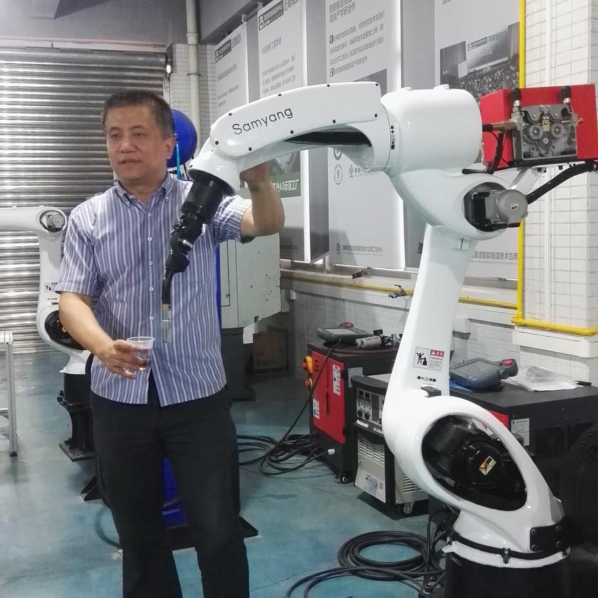 Dr. Chang Liu visiting factory