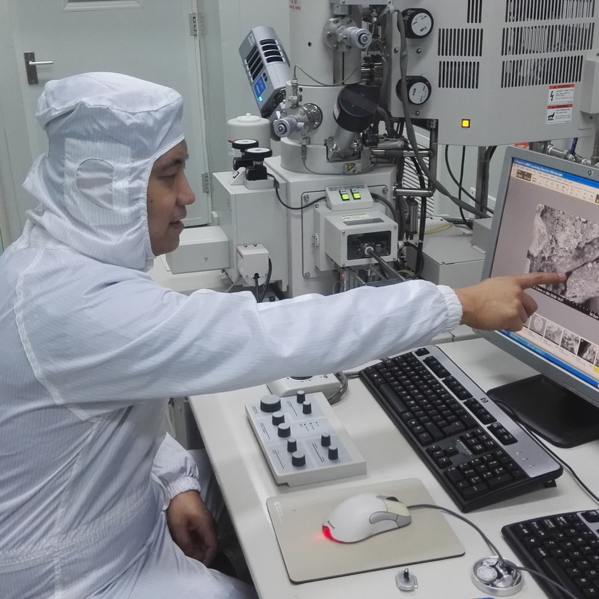 Dr. Chang Liu at lab