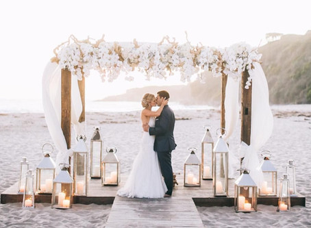 Casamento na Praia: 10 dicas práticas para organizar uma cerimônia à beira-mar
