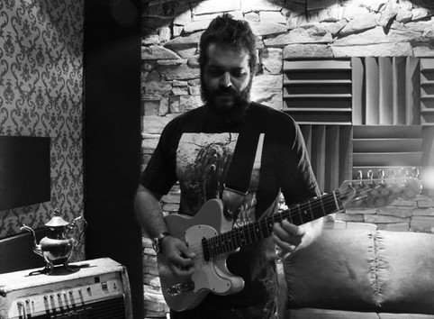 Guitarist Luis Maldonalle in colaboration with Heretic (video)