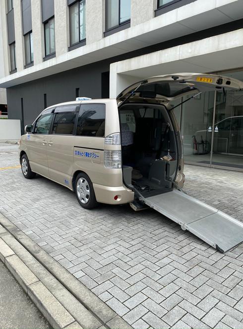 タクシー車両 背面