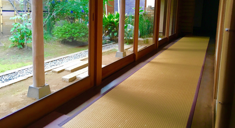 畳の長い廊下