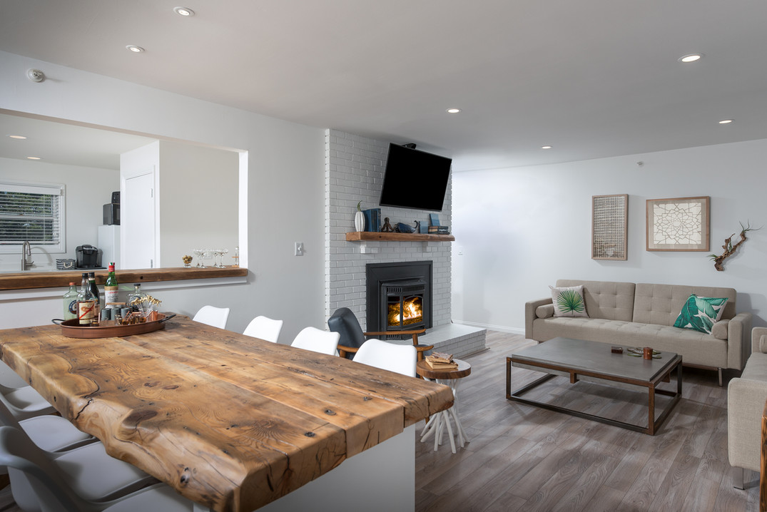 ViewPoint Hotel | York, Maine | Three Bedroom Suite 109 Living Area