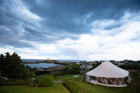 Sperry Tent Seacoast at The ViewPoint Hotel. Outdoor Maine Wedding Venue. Outdoor wedding venue with a view