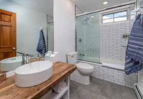 ViewPoint Hotel | York, Maine | Suite Bathroom