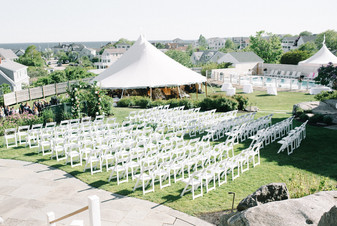 The ViewPoint Hotel accommodates up to 150 guests for an outdoor wedding ceremony and reception. Destination weddings at The ViewPoint