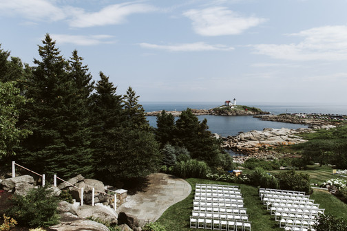 Walk down the ViewPoint's grand granite staircase for a dramatic entrance to your wedding