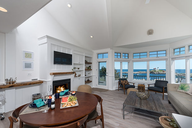 2 Bedroom Hotel Suite with Private Balcony and Ocean View in York Beach, Maine