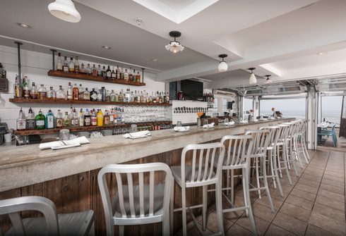 Beachfront Restaurant on Long Sands Beach | Stones Throw York, Maine