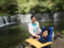 白糸の滝2人.jpg