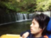 白糸の滝と康弥さん.jpg