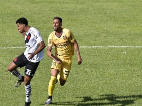 Vasco abre vantagem, vacila e vê reação do Madureira em dia marcado por homenagens a Barbosa