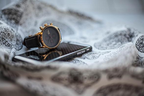 06-karbonove-hodinky-gold.jpg