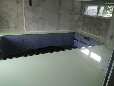 Epoxidová fosforová podlaha kolem bazénu