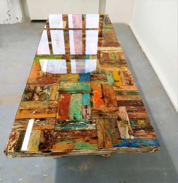 Renovace stolu pryskyřicí