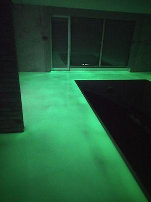 Fosforová epoxidová podlaha u bazénu