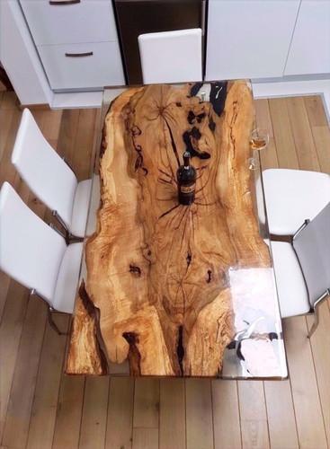 Výroba stolu z pryskyřice