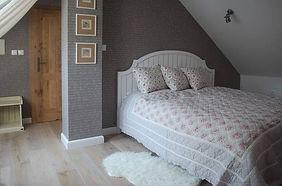 Papírová tapeta - tapetování ložnice