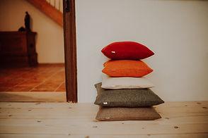Kissen und Decken aus reiner Schurwolle/ Loden, handgefertigt