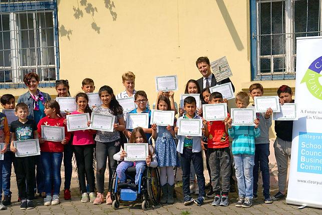 Sibiu Scoala shows diplomas for Un Viitor fara Gunoi