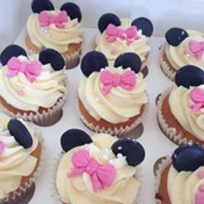 12 Minnie Mouse Cupcakes