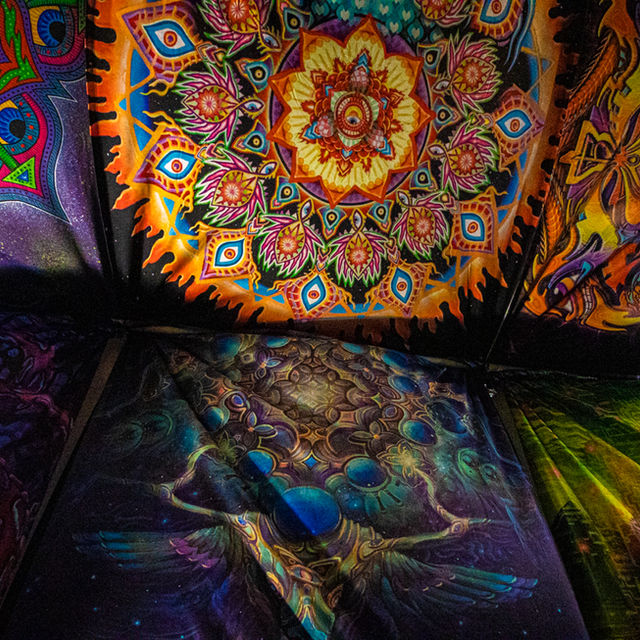 BLANKETS & TAPESTRIES