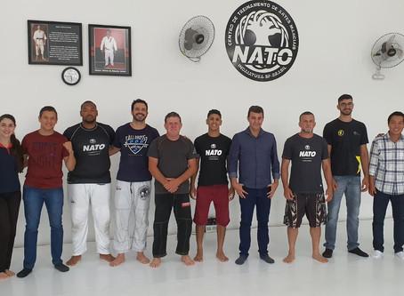 Academia oferece vagas gratuitas de boxe para alunos de baixa renda