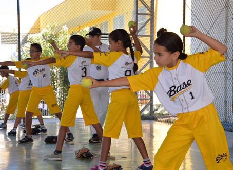 Ainda há vagas gratuitas de beisebol pelo Programa Base