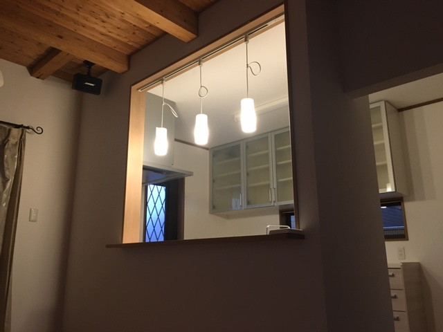 LDKからキッチン(照明点灯)