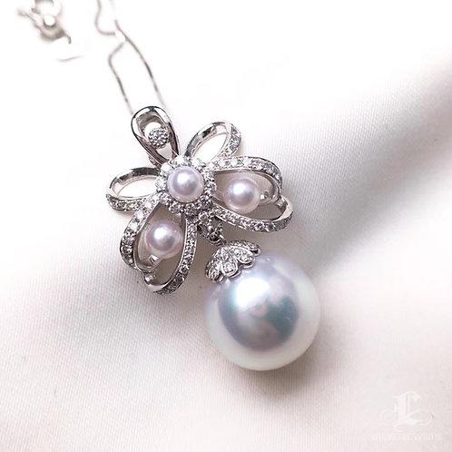 AAAA 13mm White South Sea Pearl Pendant, 18k Gold w/ Diamond