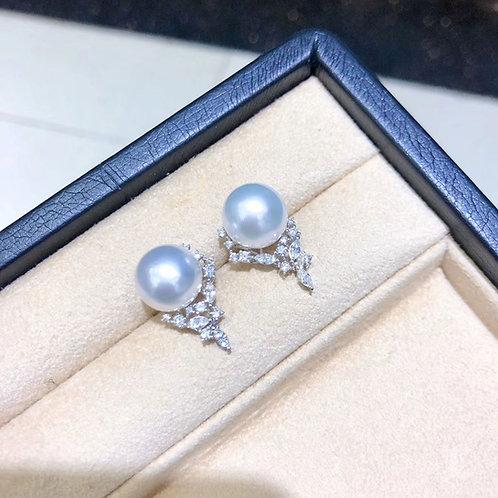 0.68 ct Diamond, AAAA 11-12 mm South Sea Pearl Luxury Earrings 18k Gold