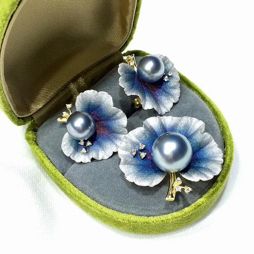 AAAA 11-12mm Tahitian Pearl Pendant, 18k Gold w/ Diamond