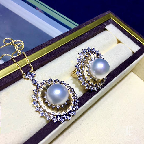 85cm Chain, 0.59ct Diamond AAAA 14-15 mm South Sea Pearl Luxury Pendant 18k Gold