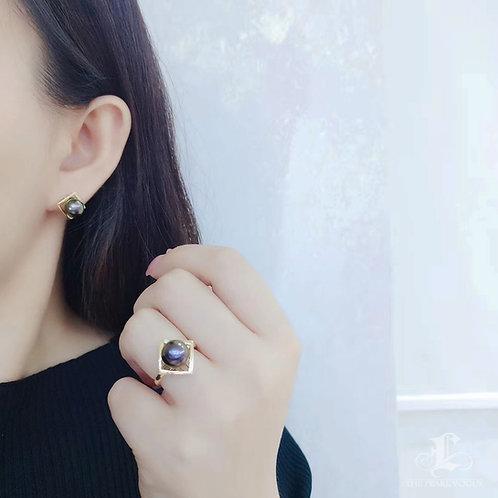 AAAA 9-10 mm Tahitian Pearl Ring, 18k Gold w/ Diamond