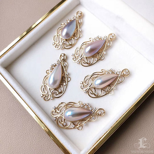 AAAA 21 x 10 mm Mabe Pearl Pendant 18k Gold w/ Diamond