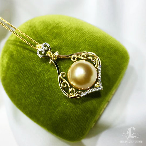 0.23ct Diamond AAAA 12-13 mm Golden South Sea Pearl Pendant 18k Gold