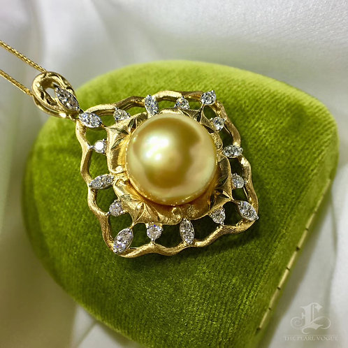 0.65ct Diamond AAAA 13-14 mm Golden South Sea Pearl Pendant 18k Gold